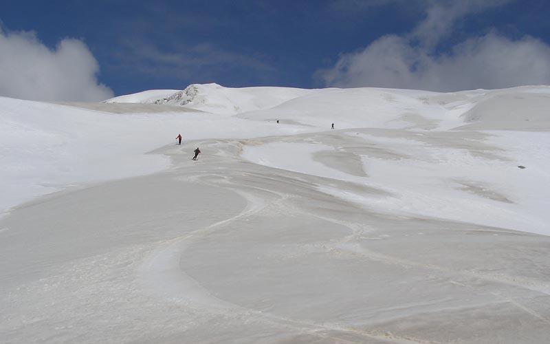 Firn im Pindosgebirge Skitouren in Griechenland auf Olymp und im Pindosgebirge