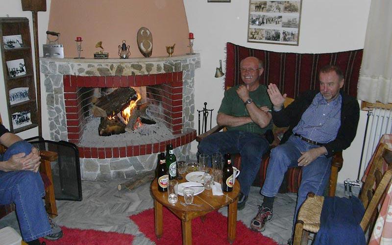 Kaminfeuer im Pindos Skitouren in Griechenland auf Olymp und im Pindosgebirge