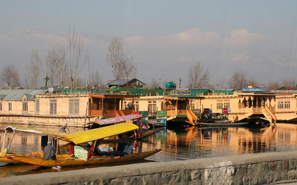 Lake Srinagar Hausboot Hotels Skitouren und Freeridereise Kaschmir