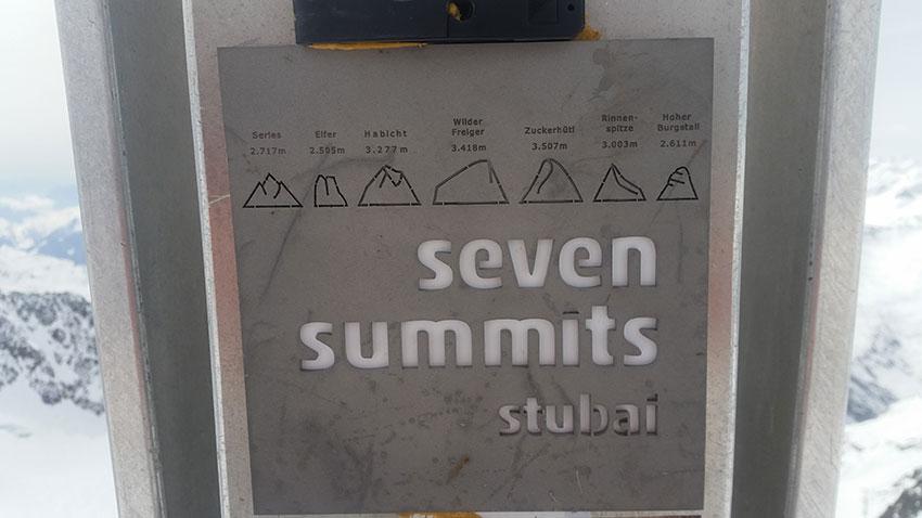 Gipfeltafel mit den Stubaier Seven Summits