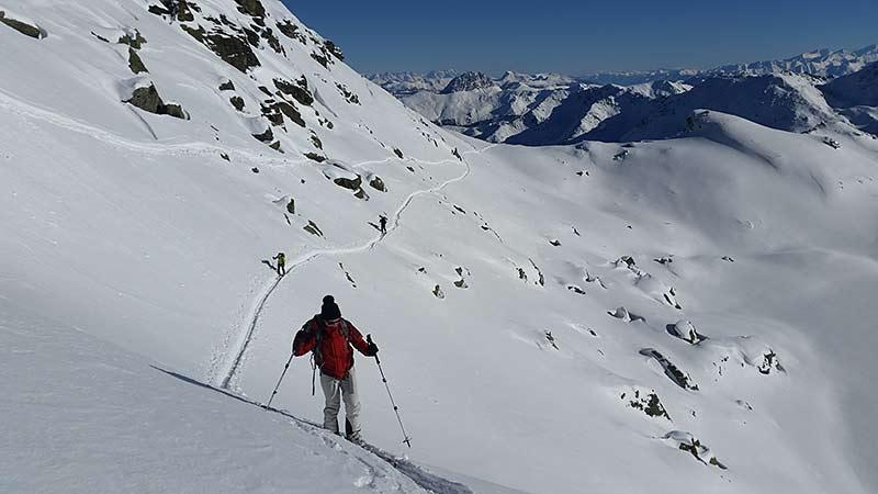 Querung entlang des oberen Wildalmsees zum Schafsiedel