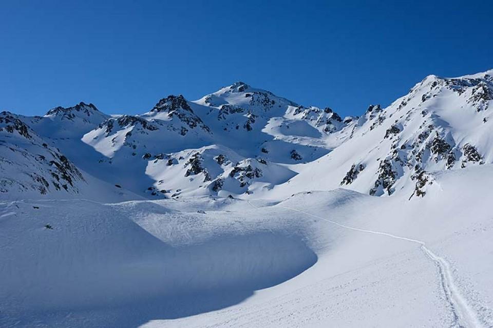 Bildmitte der Rastkogel 2762m - Skitour Rastkogel
