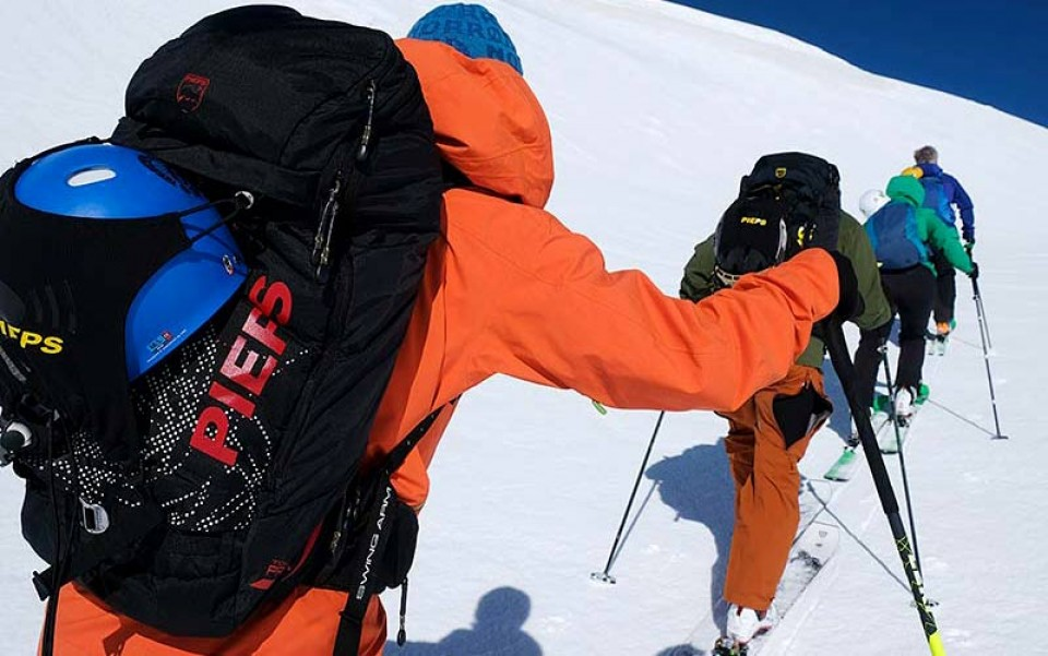 Für Skitourenreisen empfehlen wir das Jetforce System von Pieps