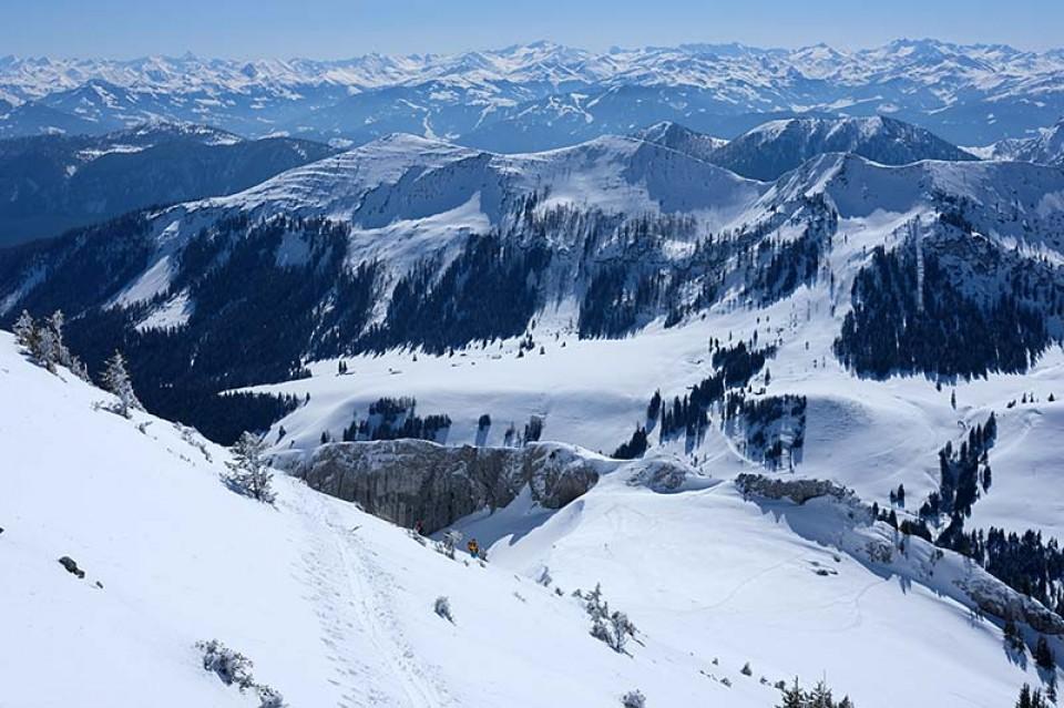 Blick über Veitsberg und Thalerjoch (Bildmitte) zum Alpenhauptkamm