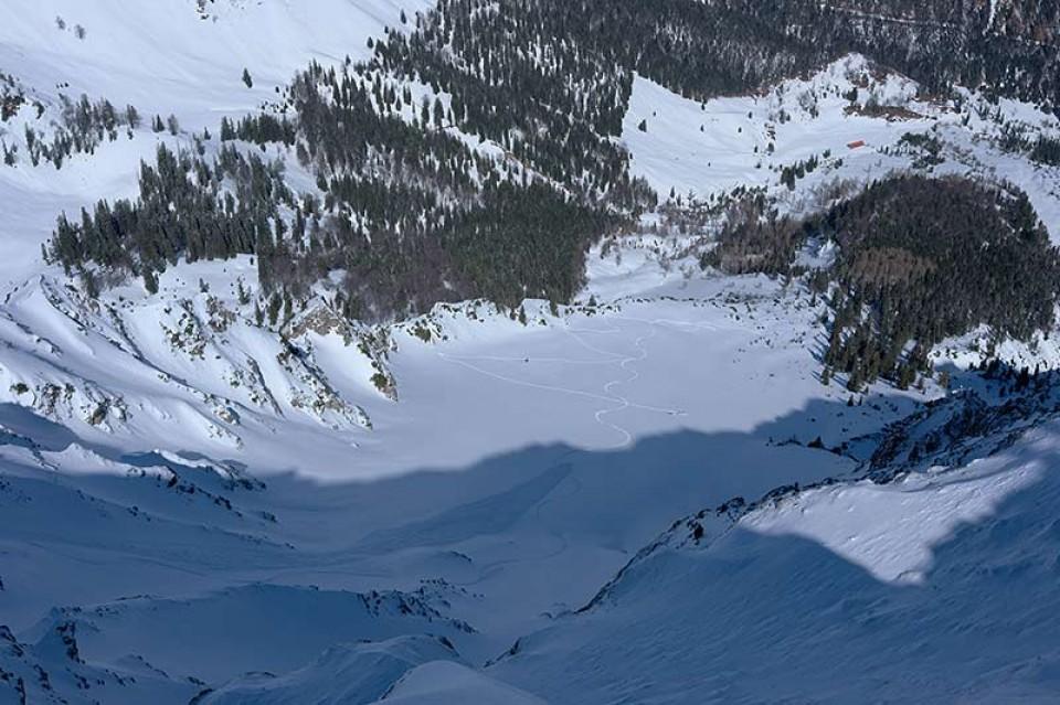 Blick hinunter zur Grundalm (Hütte in der rechten oberen Bildecke)