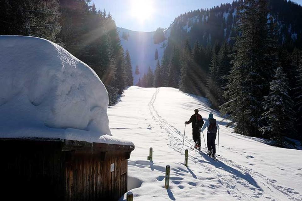 Skitour Raukopf - Es liegt noch sehr viel Schnee im Lochgraben