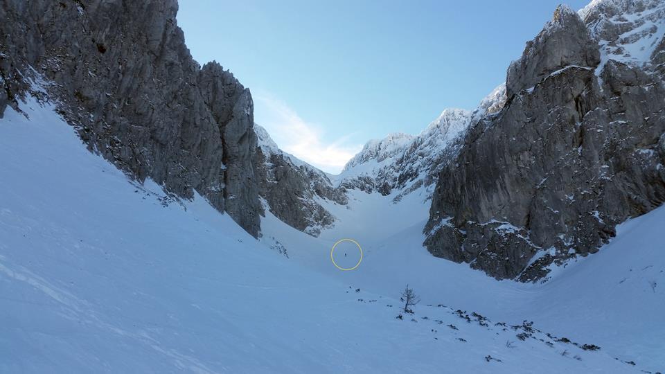 Skitour Eggersgrinn - Skitourengeher im Kar (oranger Kreis)
