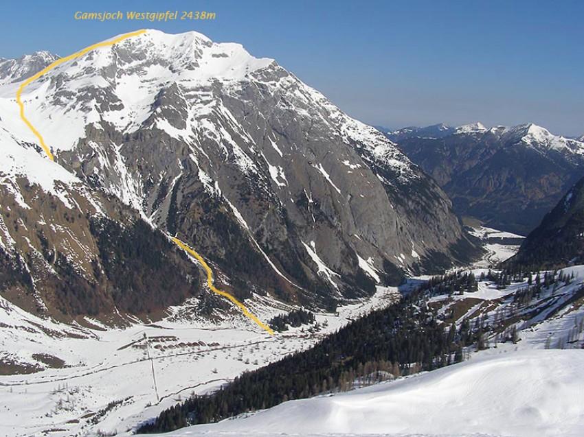 Bei dieser Aufnahme vom Aufstieg zum Hochglück (April 2015) sieht man die Route auf das Gamsjoch