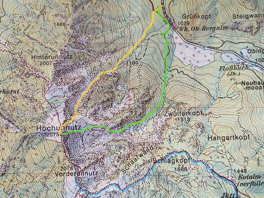 Aufstieg über das Nordkar (gelb) Abfahrt über den